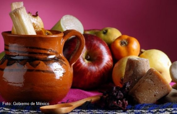 Receta de Ponche de Frutas Navideño